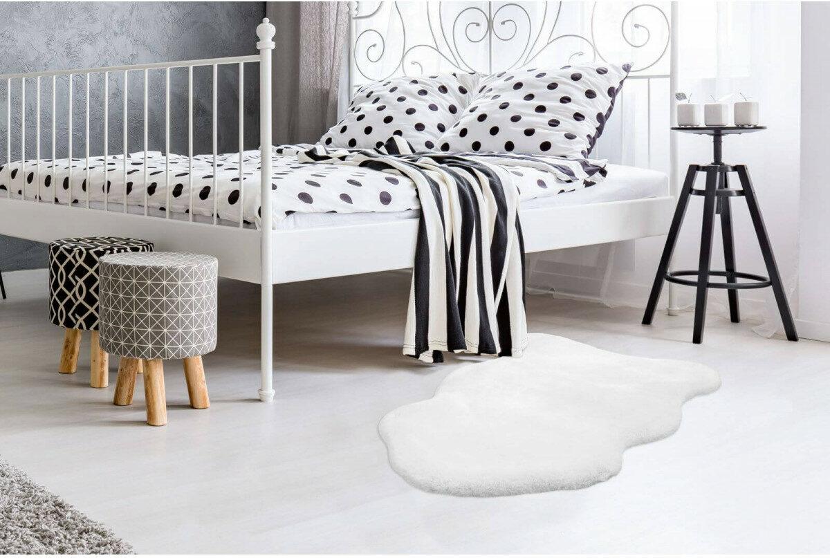 chambre ado noir blanc tapis effet peau mouton pas cher Bobochic