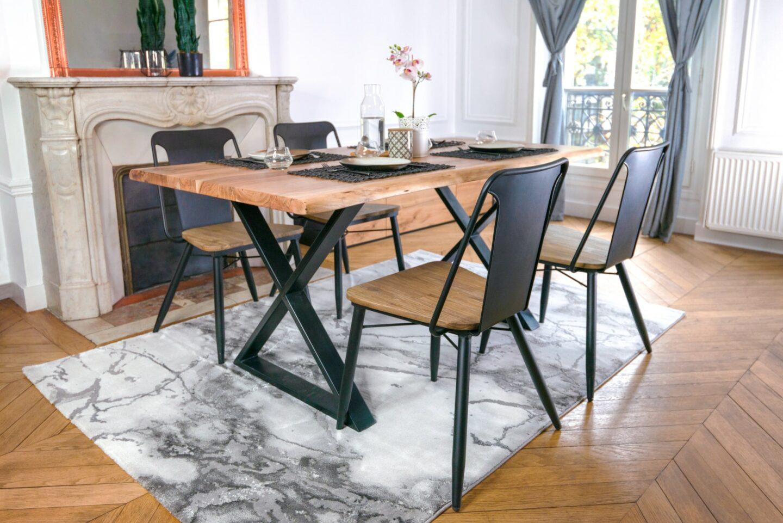 chaise industrielle avec table industrielle