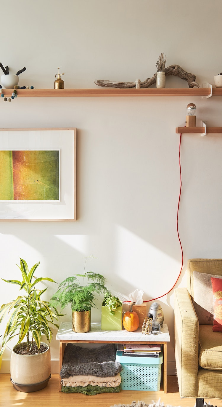 astuces cacher fils électriques salon décoration
