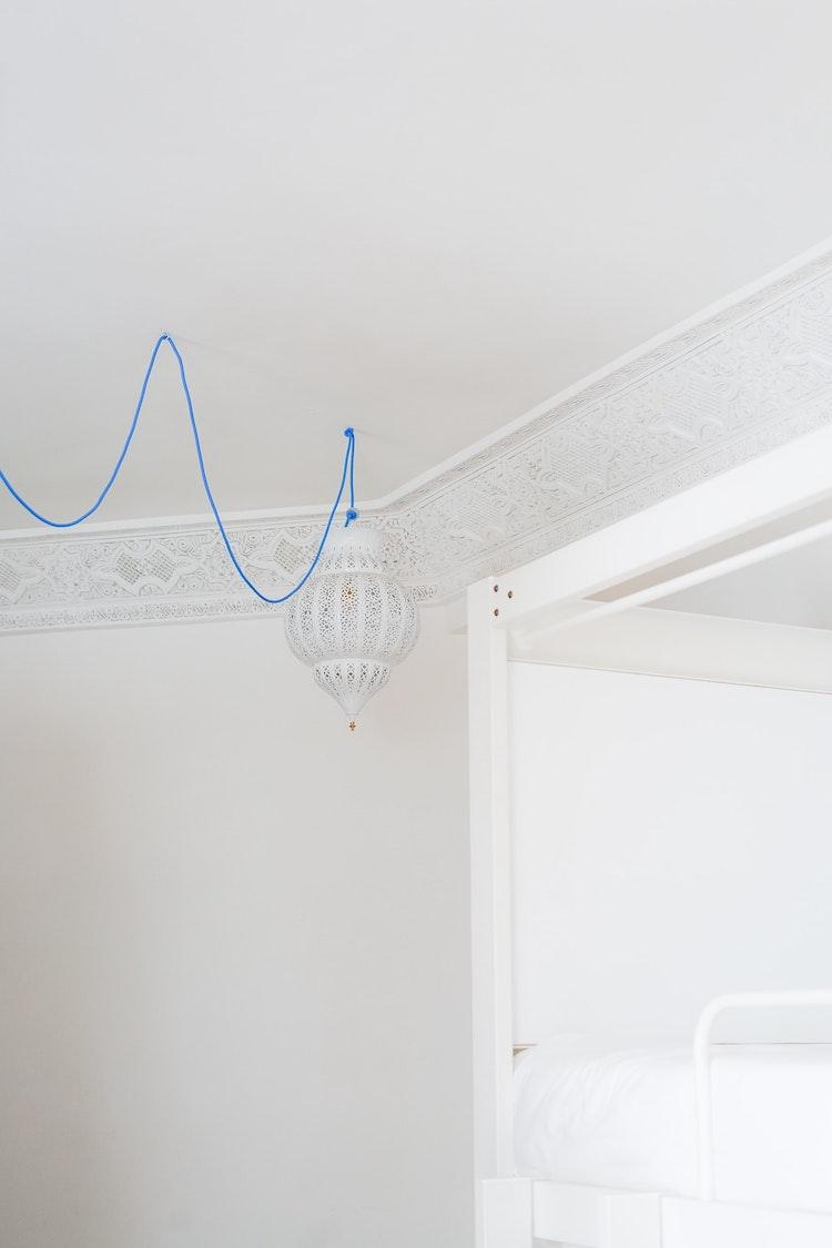 idée déco lanterne diy suspension orientale rétro câble bleu roi