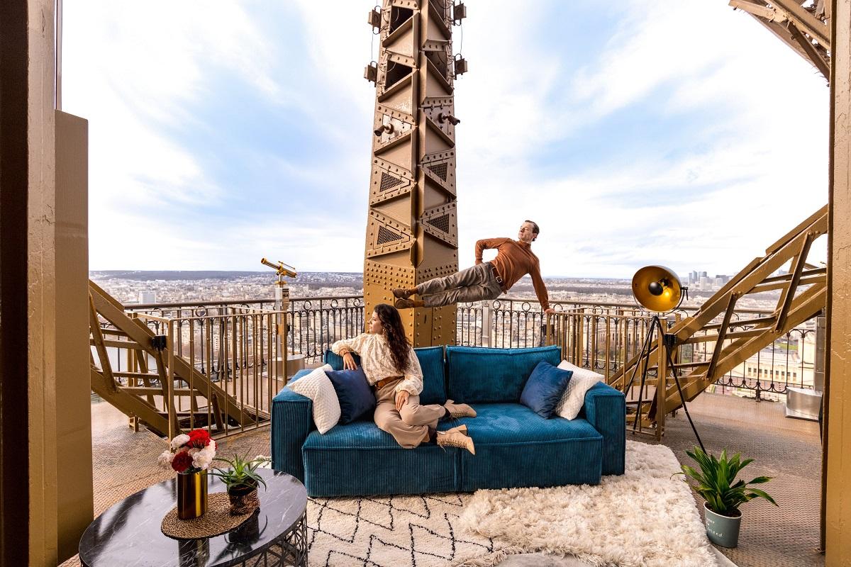 canapé bobochic sur la tour eiffel