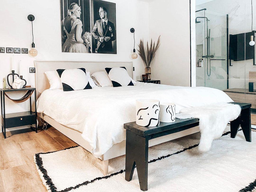 aménager une chambre mansardée suite parentale noir blanc
