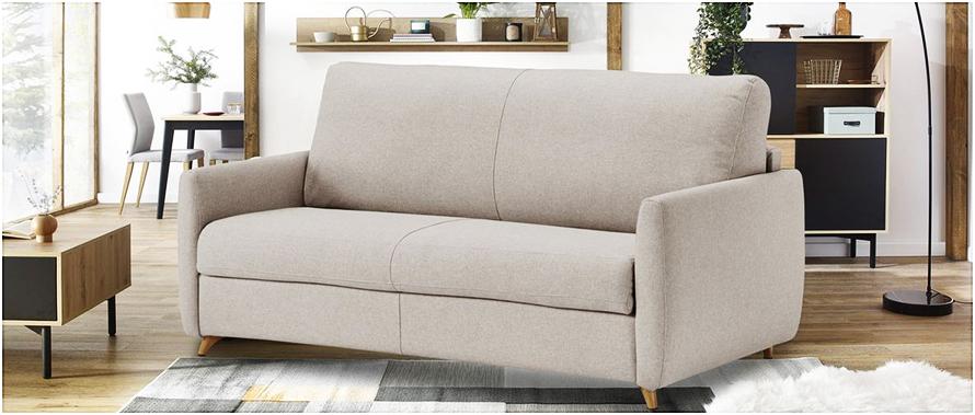 Nettoyer des taches tenaces afin de ne pas regretter la couleur de votre canapé en tissu.